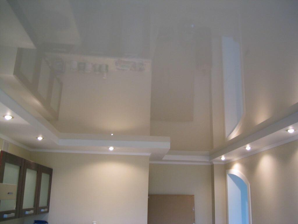 Особенности перламутровых натяжных потолков