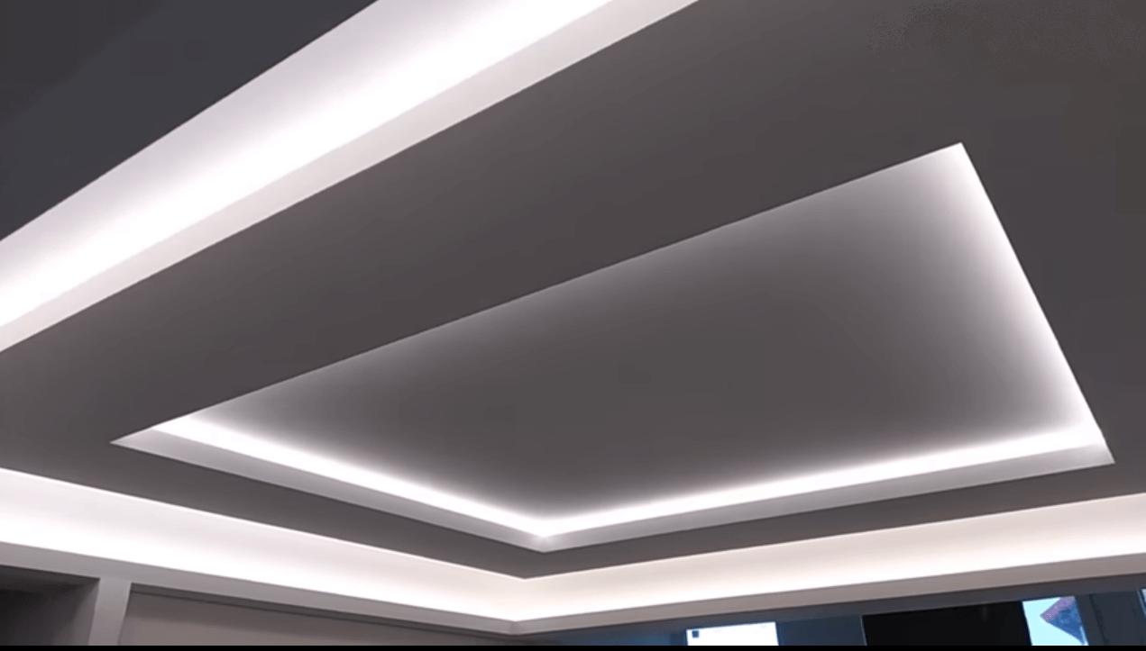 парящий потолок в ванной комнате