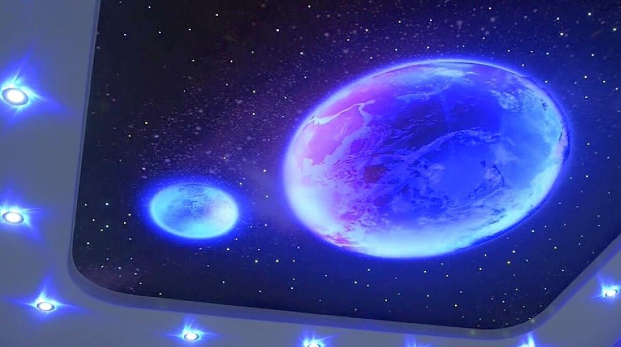натяжной потолок звездное небо в маленькой комнате